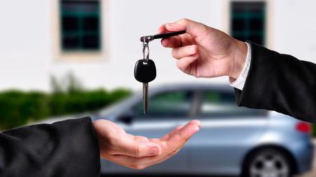 acquisto auto o leasing